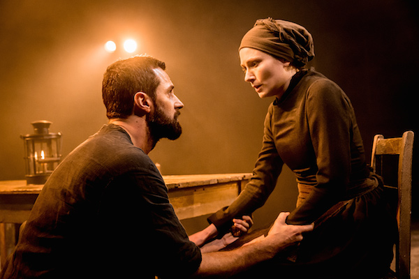 07277 The Old Vic_The Crucible_Richard Armitage (John Proctor) and Anna Madeley (Elizabeth Proctor) photo credit Johan Persson