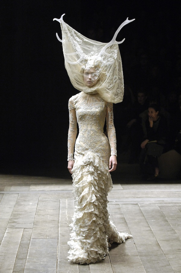 5._Tulle_and_lace_dress_with_veil_and_antlers_Widows_of_Culloden_AW_200607._Model_Raquel_Zimmerman_VIVA_London._Image_firstVIEW