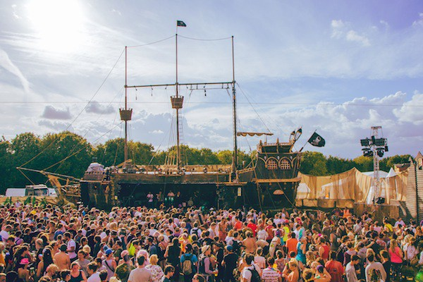 BoomTownFair_Jolly-Dodger-Pirate-Ship[1]