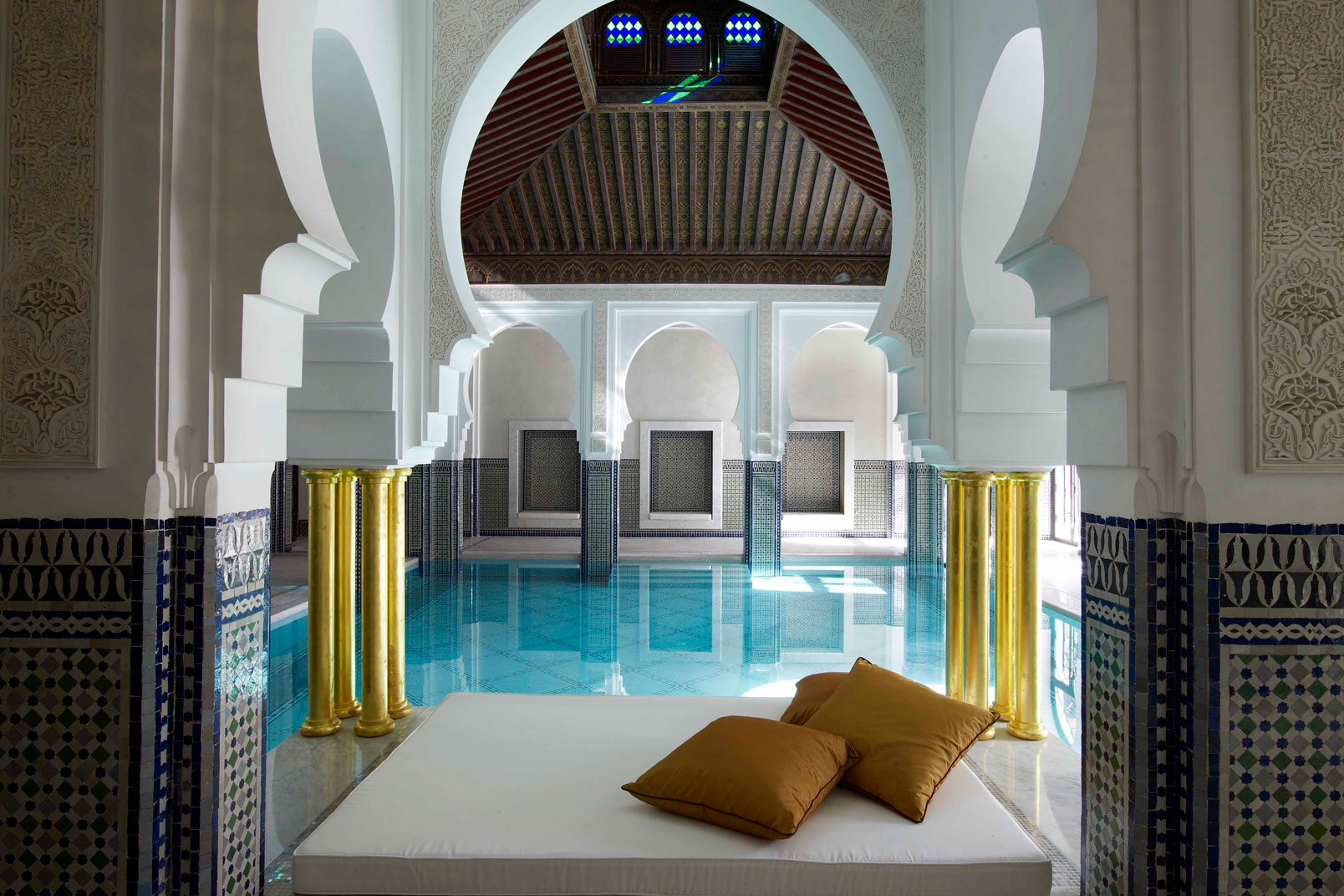 Indoor-Pool---daybed